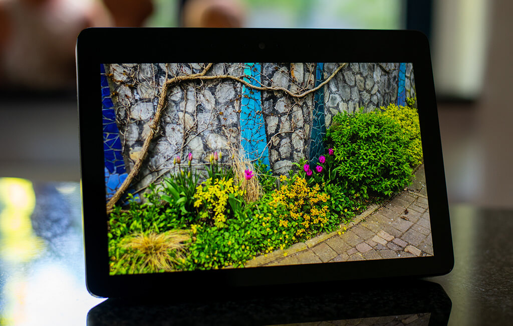 How to use the Amazon Echo Show 10 as a digital picture frame (Product Review and User Manual) 8