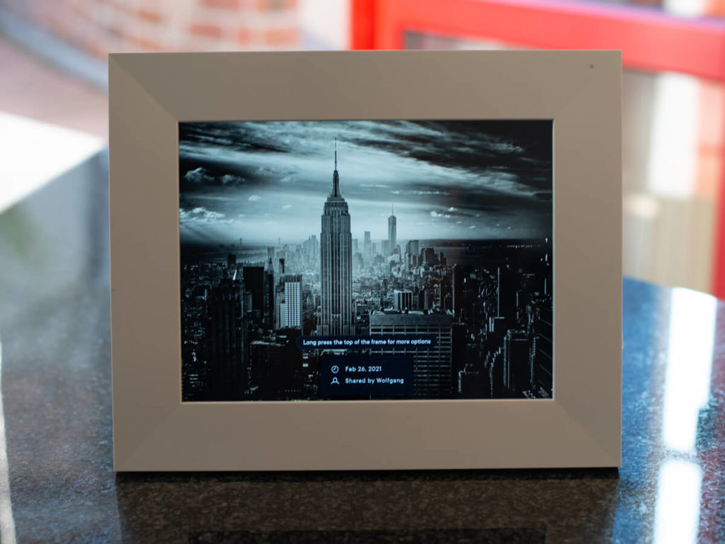 My review of the Aura Sawyer picture frame with its tack sharp display and stylish look 7