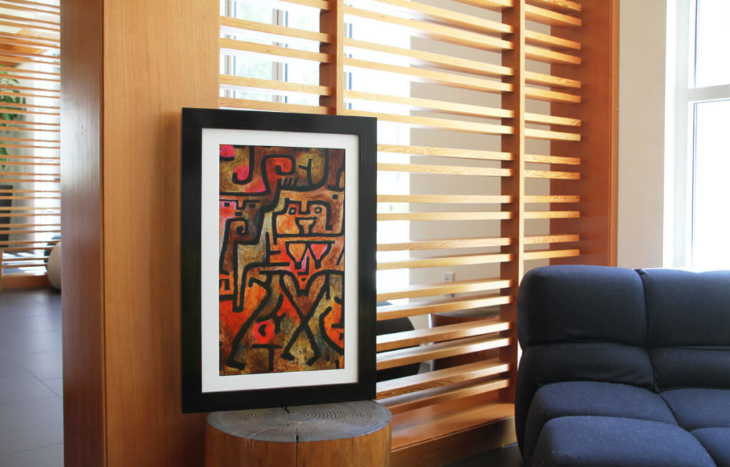 Experience the world of art with a Canvia Art Frame 8
