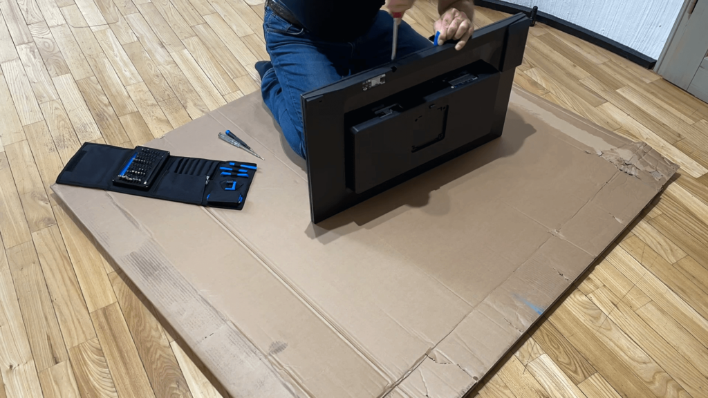 Watch the video how I dismantled the BenQ PD3200U monitor to build a new 4K digital picture frame with the Raspberry Pi 9