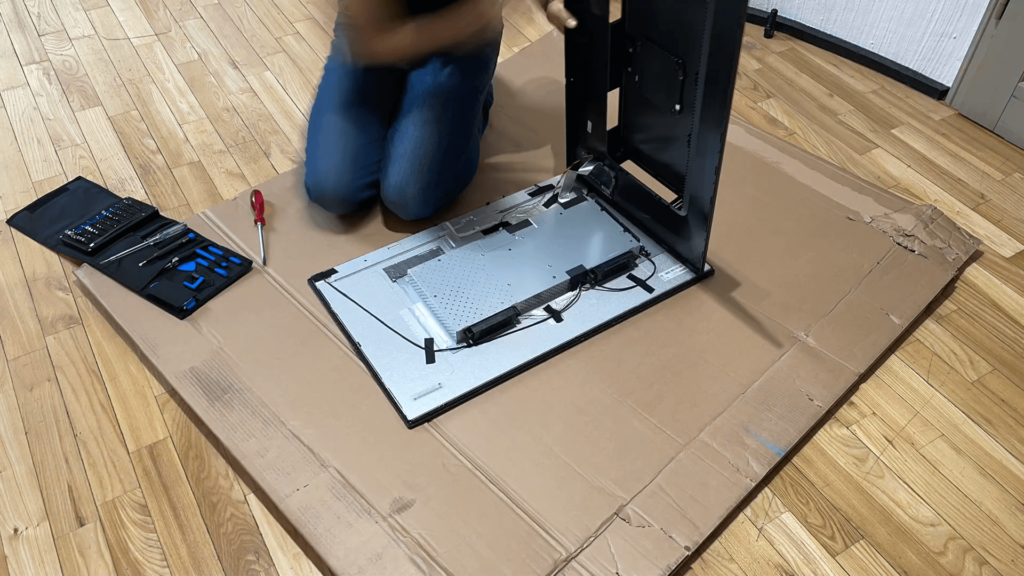 Watch the video how I dismantled the BenQ PD3200U monitor to build a new 4K digital picture frame with the Raspberry Pi 10