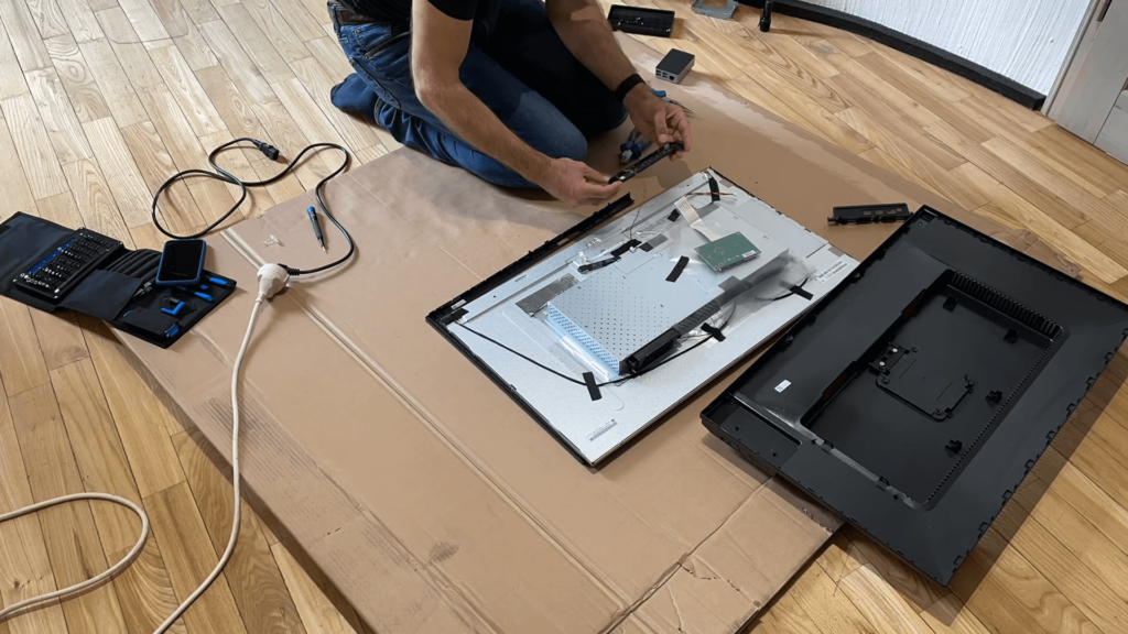 Watch the video how I dismantled the BenQ PD3200U monitor to build a new 4K digital picture frame with the Raspberry Pi 13