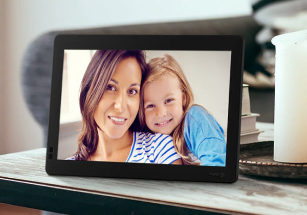Nixplay Seed 10.1-inch WiFi Digital Photo Frame 1