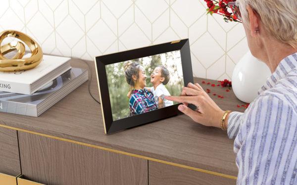 Nixplay Smart Photo Frame Touchscreen 10.1-inch WiFi 2