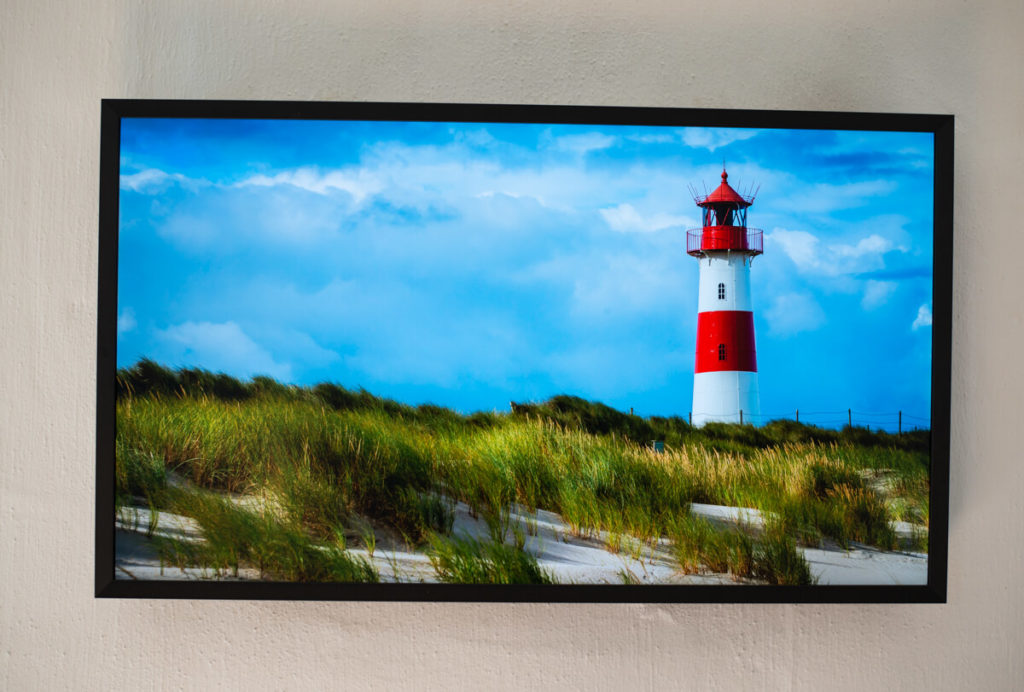How I built a stunning 32-inch 4K digital picture frame with a Raspberry Pi 4 featuring smooth image crossfading transitions 7